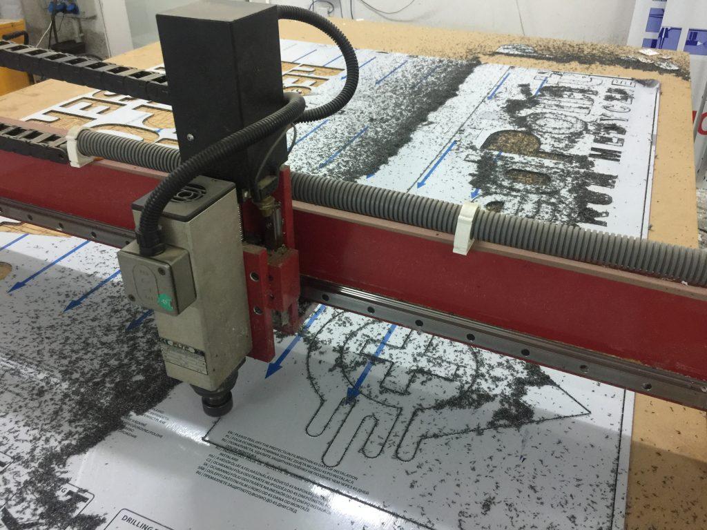Frezowanie CNC dibondu, pcv, drewna, MDF