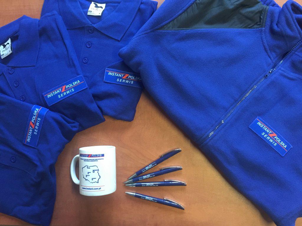 Koszulki reklamowe z logo, bluzy i długopisy z logo firmy wynajmującej sprzęt budowlany www.instant.com.pl