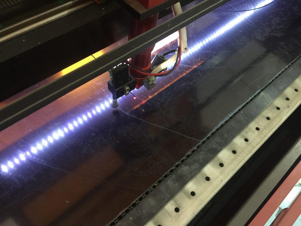 ciecie i grawerowanie laserem w plexi, drewna