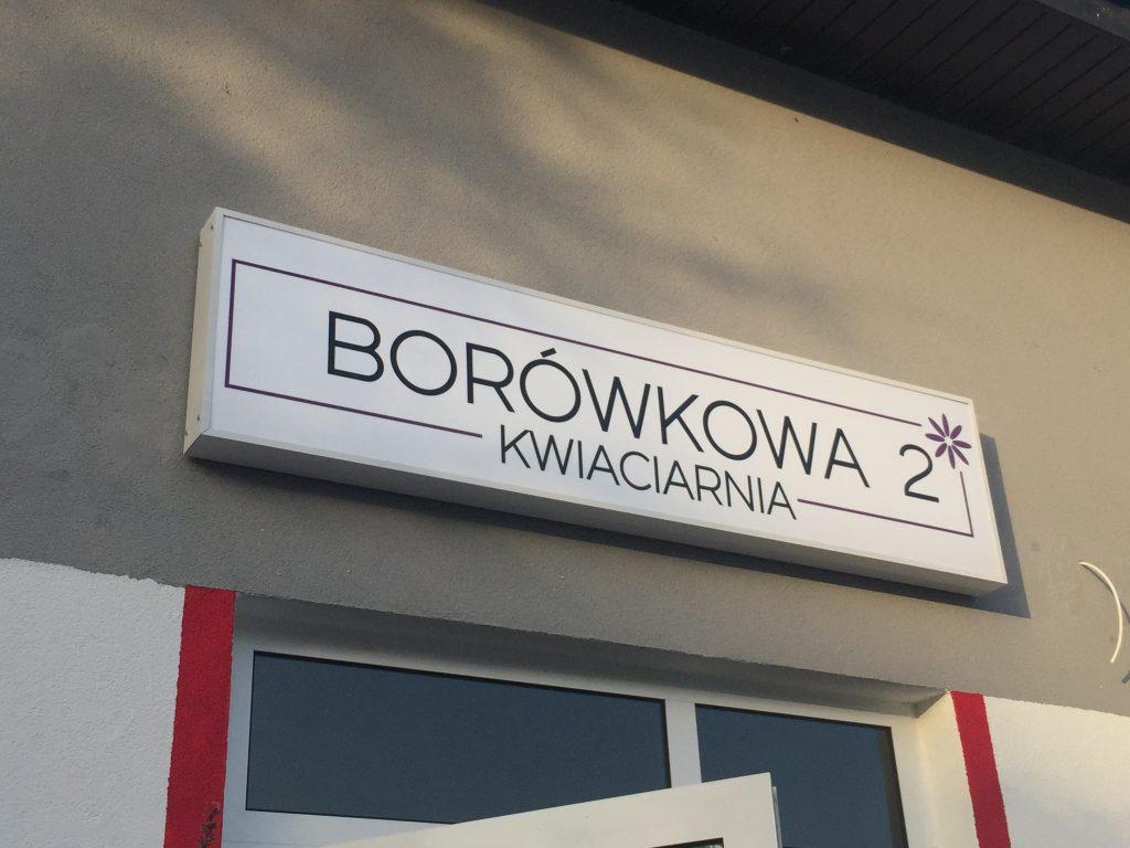Baner świetlny reklama monowana na budynku kwiaciarnia Borówka